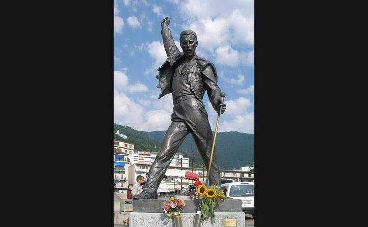 la statua a lui dedicata a montreux in svizzera
