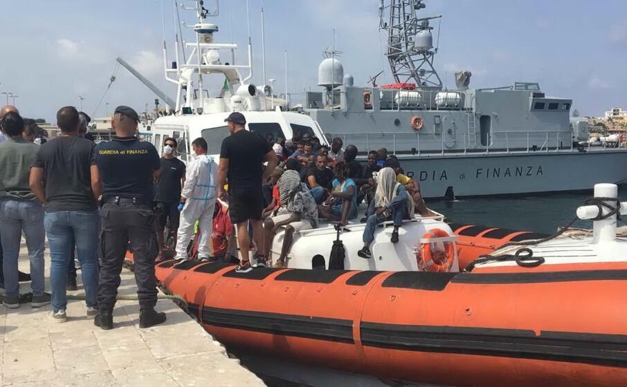 Naufragio Lampedusa, rinvenuti i primi cadaveri