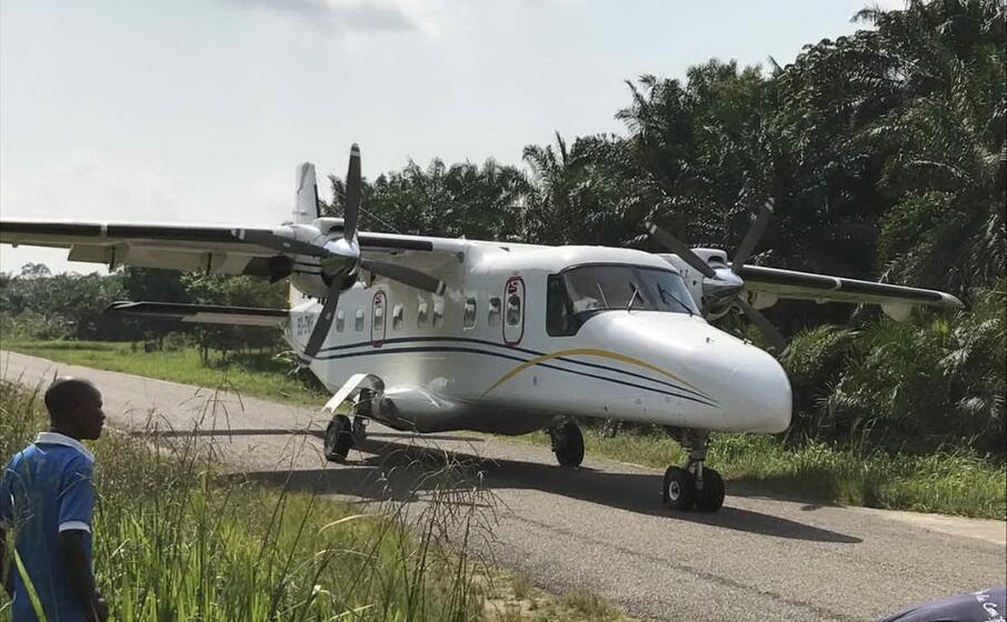 Aereo precipita poco dopo il decollo, almeno 17 morti