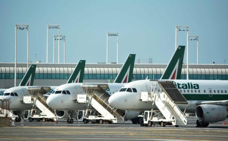 aerei alitalia (ansa)