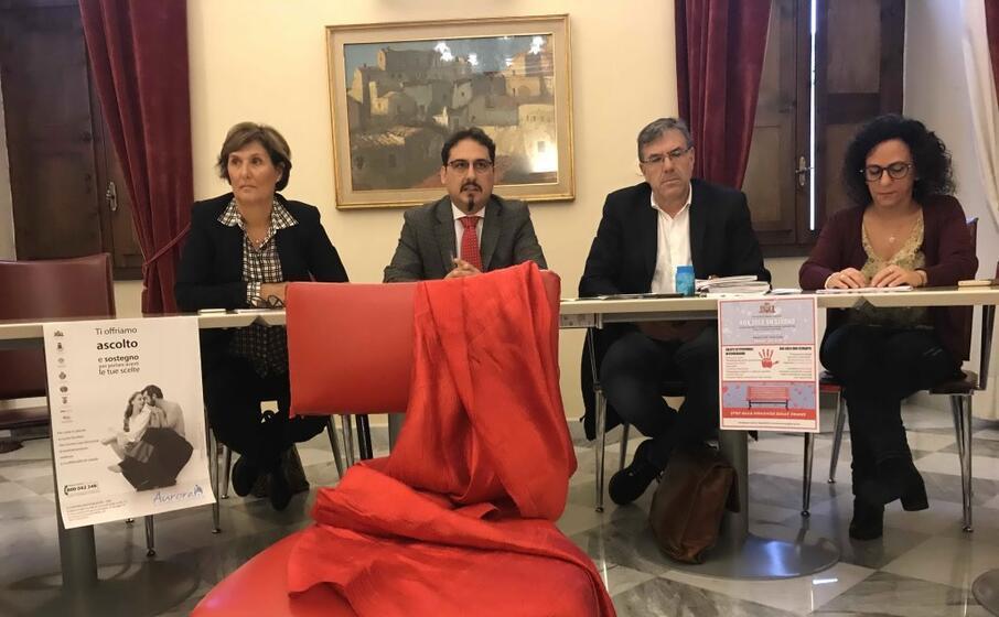 anche il comune di sassari in prima linea nella lotta alla violenza sulle donne (foto l unione sarda calvi)