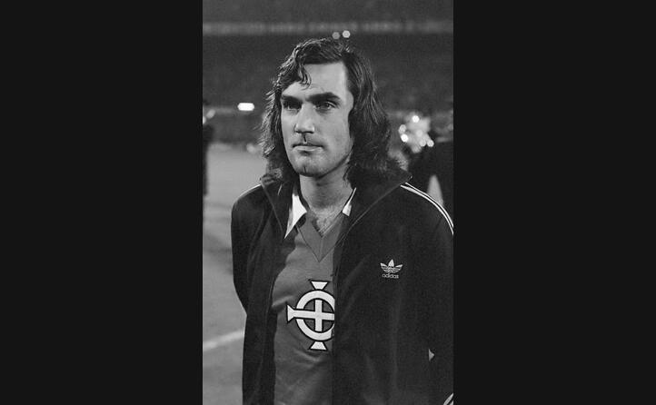 attaccante nordirlandese del manchester united considerato il miglior calciatore di tutti i tempi nella sua nazione
