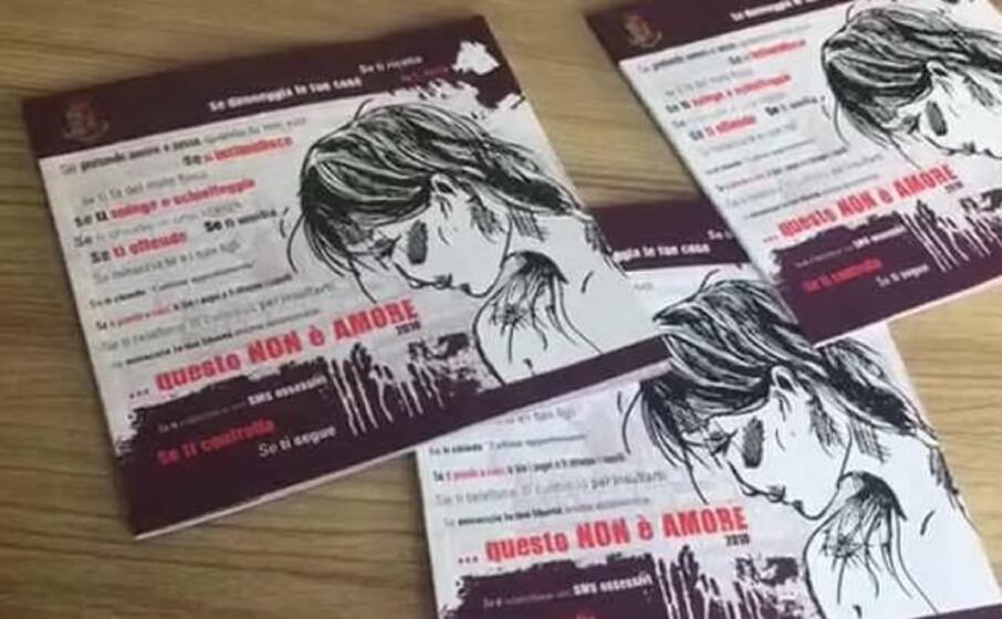 gli opuscoli distribuiti dalla polizia nel sulcis (foto cinzia simbula)