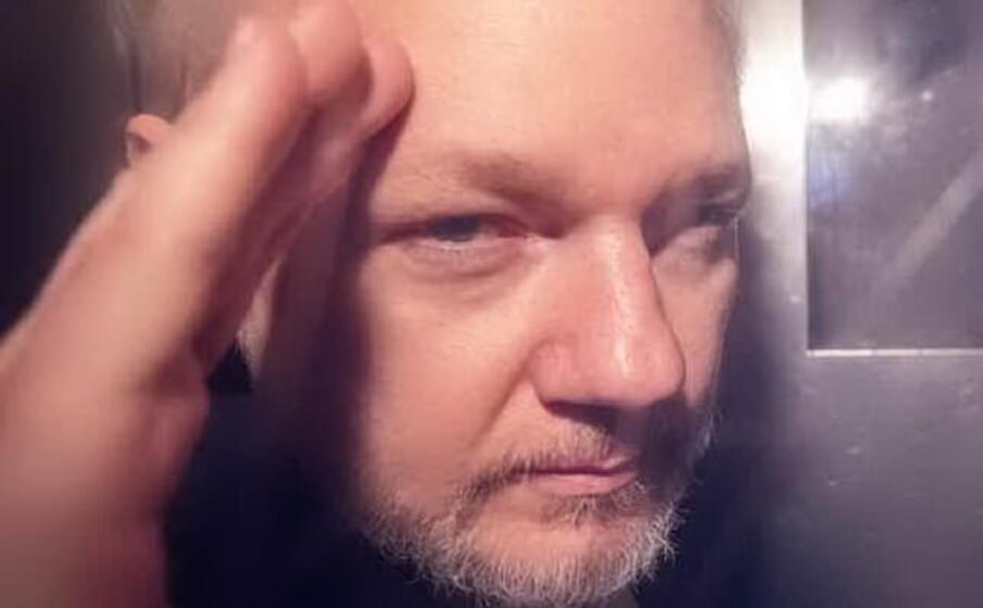 Medici, Assange rischia di morire - Europa
