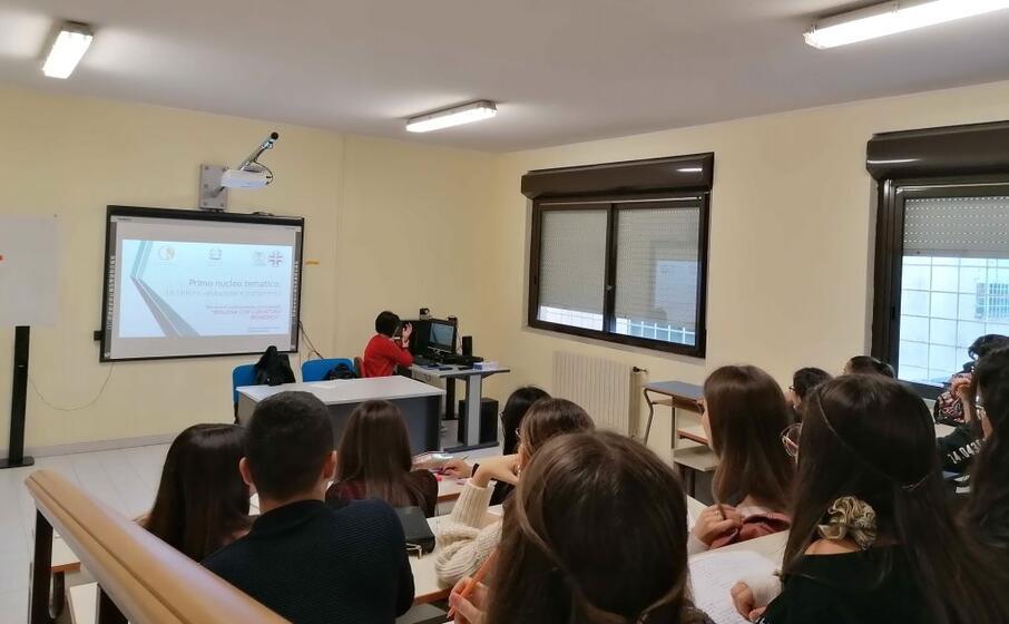 una lezione extracurriculare all euclide entrato quest anno nella sperimentazione nazionale (l unione sarda foto raggio)