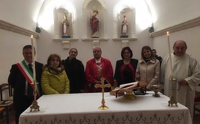 la cerimonia nella chiesetta di san pietro (foto a serreli)
