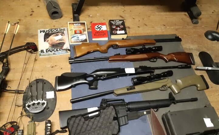 le armi trovate dalla digos