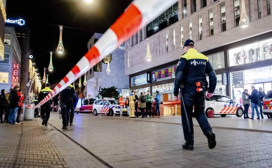 la polizia ancora sulle tracce dell aggressore (ansa)