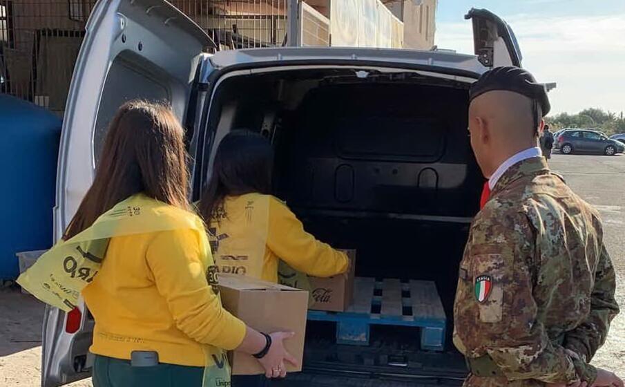 alcuni mezzi dell esercito sono stati messi a disposizione degli organizzatori del banco alimentare della sardegna onlus