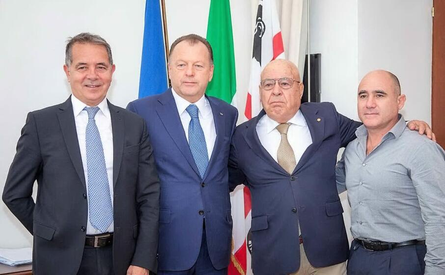 il sindaco di olbia nizzi con i presidenti della federazione internazionale judo vizer e della fijlkam sardegna piredda e mele (l unione sarda foto giagnoni)