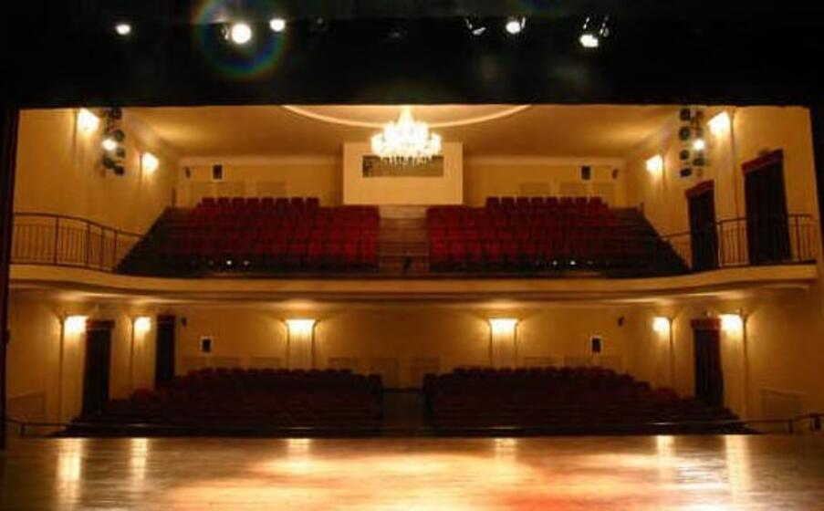 gli interni del teatro (foto da profilo ufficiale facebook)