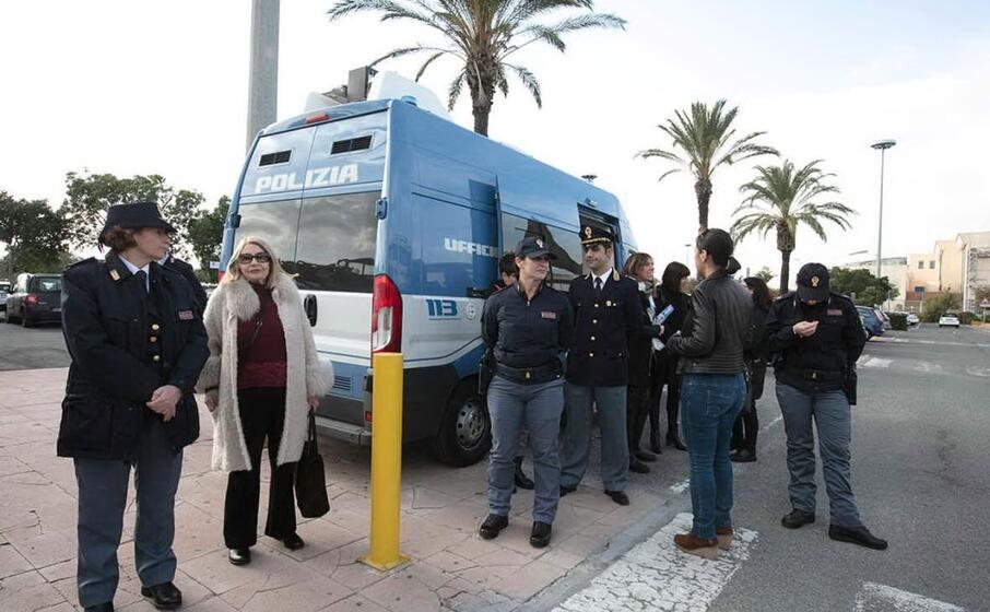 il camper della polizia di stato a le vele (foto giorgia daga)