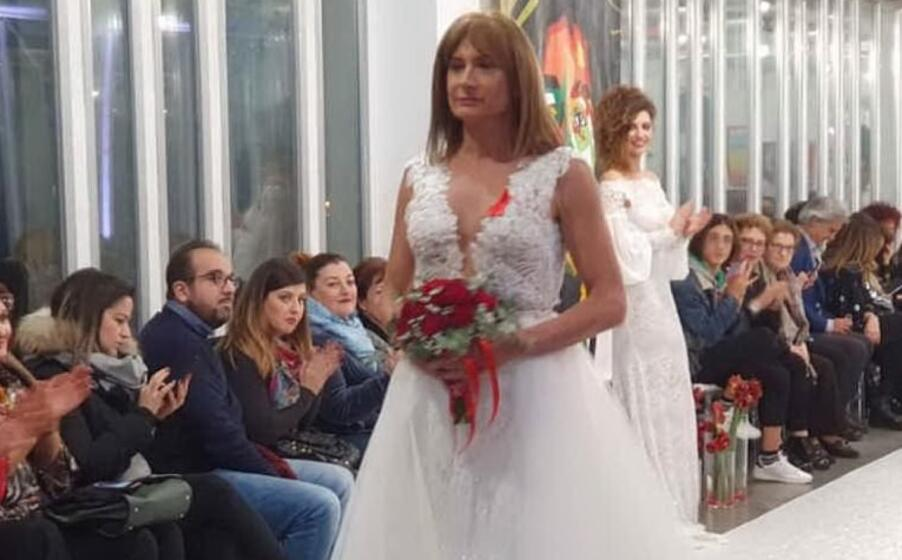 Vladimir Luxuria in abito da sposa: