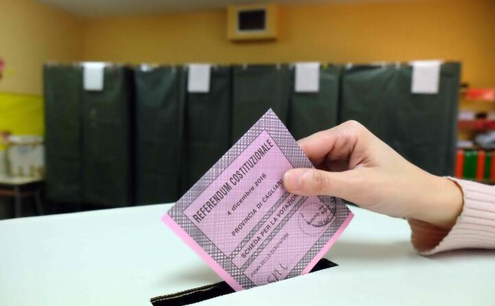 accaddeoggi 4 dicembre 2016 il referendum che segna la fine del governo renzi (archivio l unione sarda ungari)