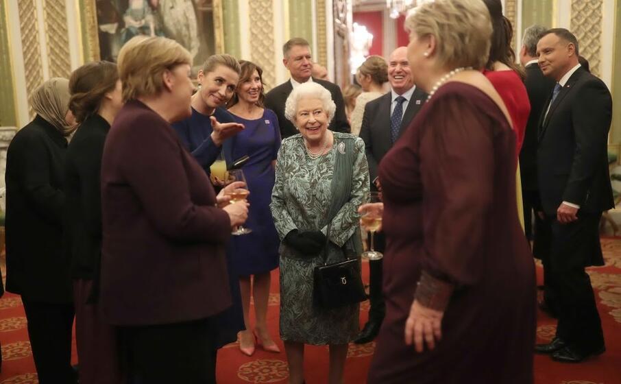 la regina ha ospitato tutti i leader dei paesi che fanno parte dell alleanza atlantica