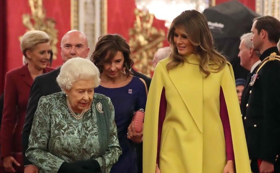 melania trump con la regina