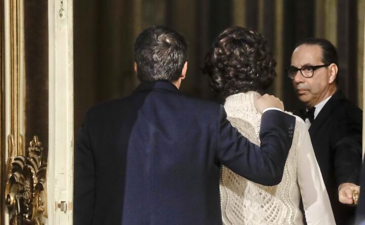 renzi e la moglie lasciano la conferenza indetta per il commento dei risultati