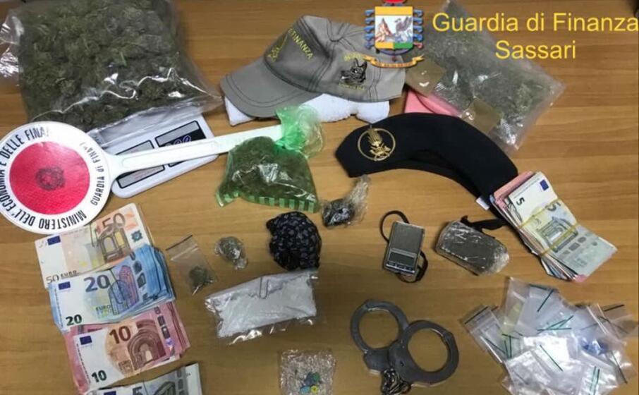 droga e denaro sotto sequestro (foto guardia di finanza)