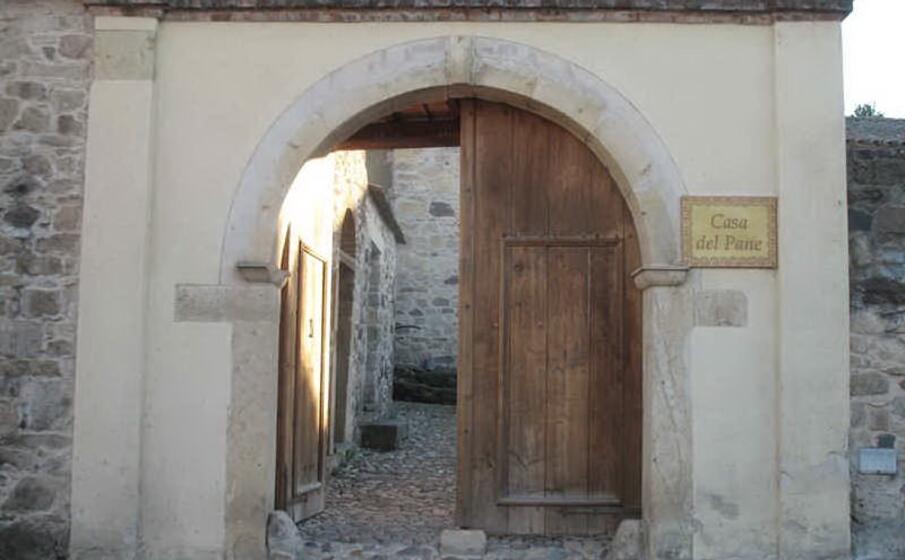 l ingresso della casa del pane