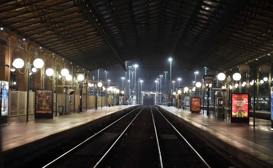 traffico ferroviario bloccato sulla rer gi dalla serata di ieri