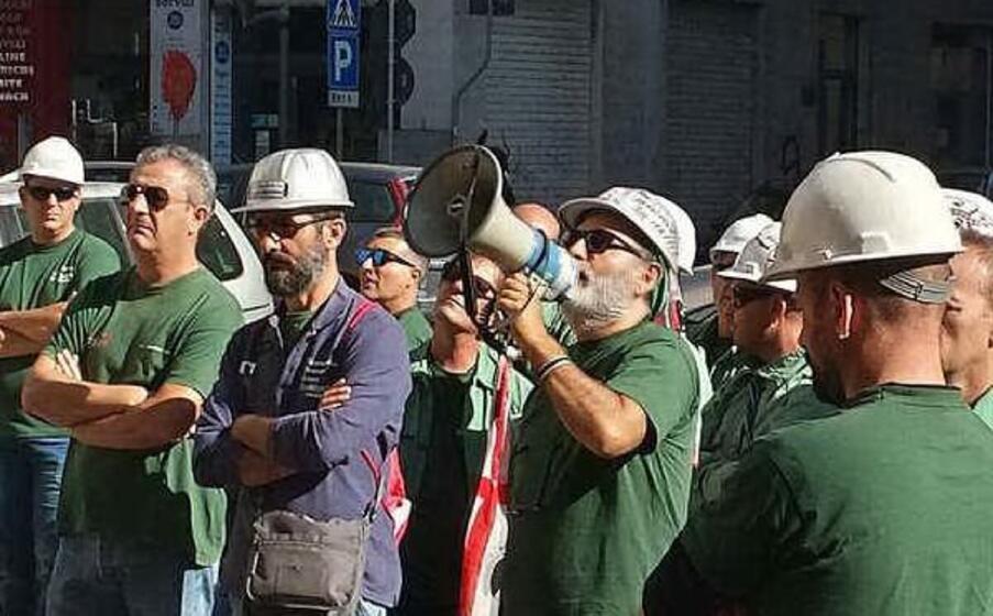 i lavoratori eurallumina a cagliari (archivio l unione sarda)