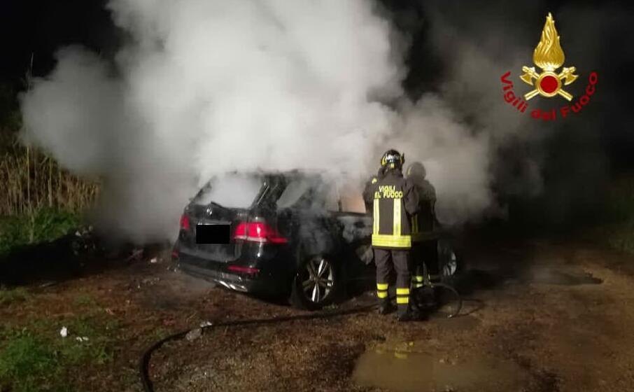 la squadra intervenuta (foto vigili del fuoco)