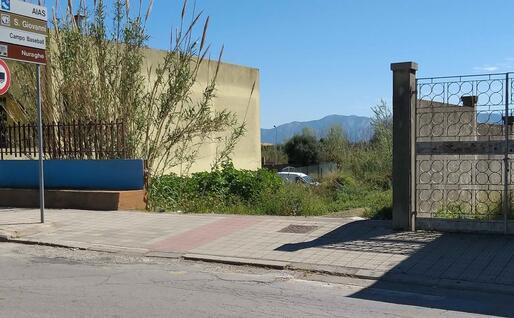 La via di fuga usata dal ladro (foto L'Unione Sarda - Farris)