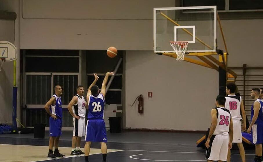 fabrizio casula protagonista nel sinis basket (foto giacomo pala)