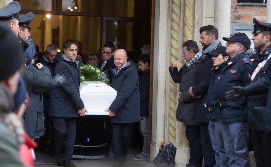 il funerale di una delle vittime