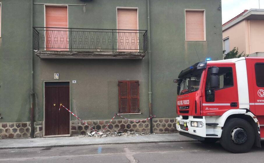 l intervento dei vigili del fuoco in via verdi (l unione sarda foto sanna)
