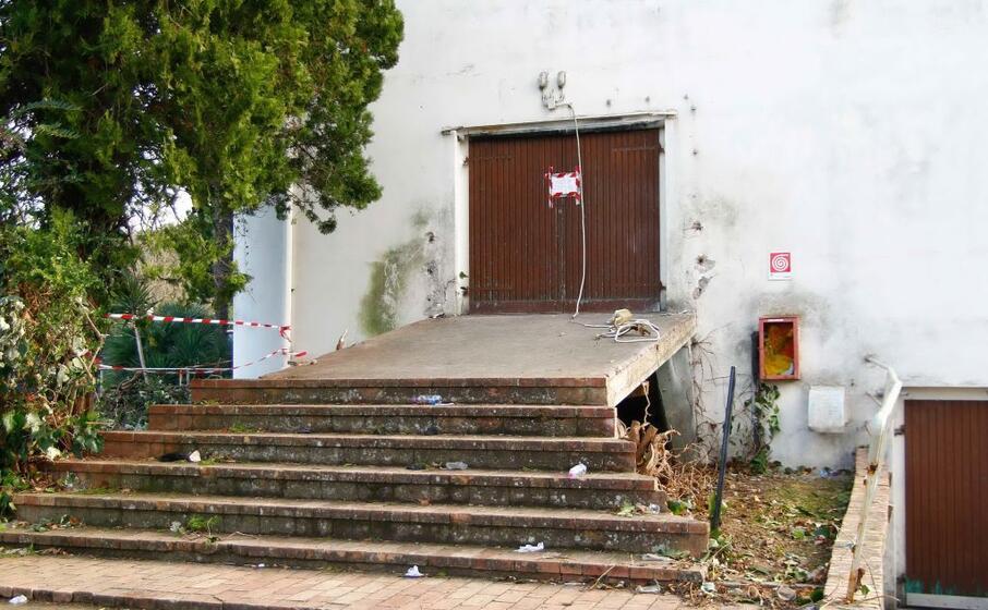 l uscita del locale in cui avvenuta la tragedia