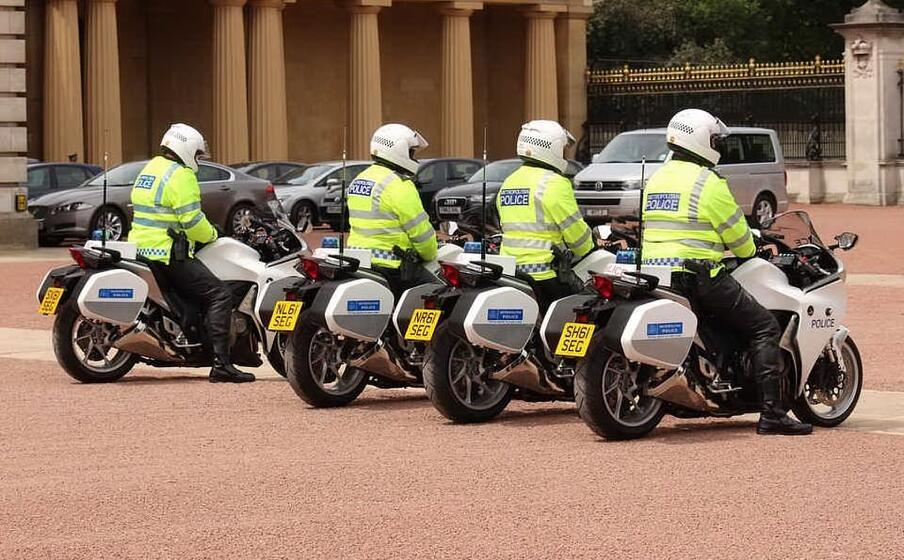moto della polizia in gran bretagna (foto pixabay)