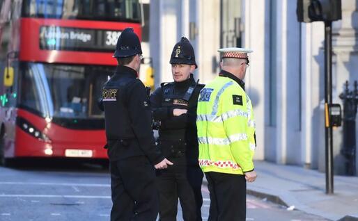 Poliziotti (Ansa - Arrizabalaga)