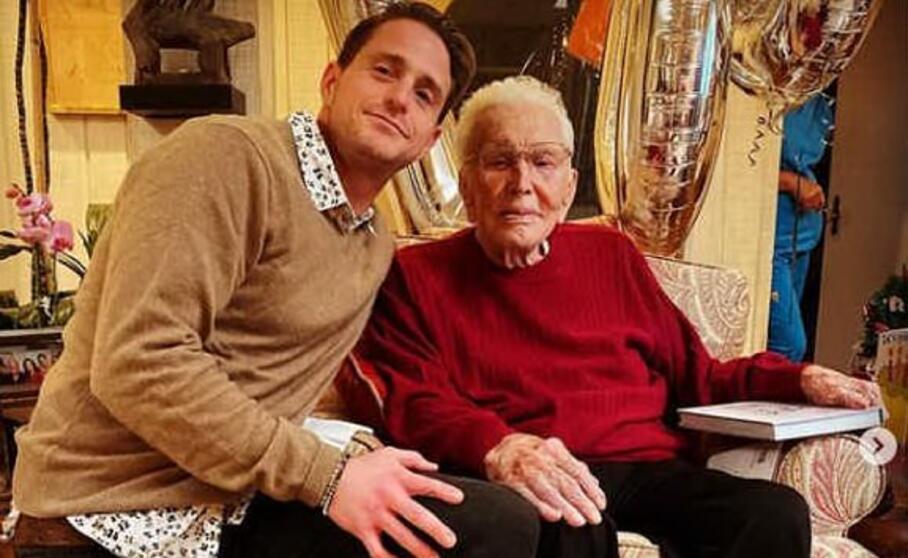 Tanti auguri a Kirk Douglas. Oggi 9 Dicembre l'attore compie 103 anni