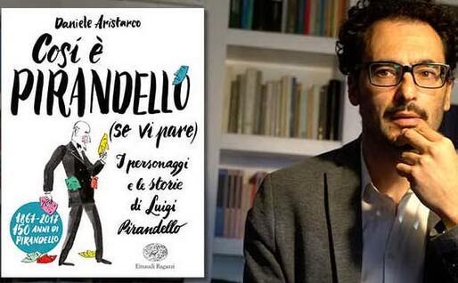 Daniele Aristarco con la copertina del suo libro