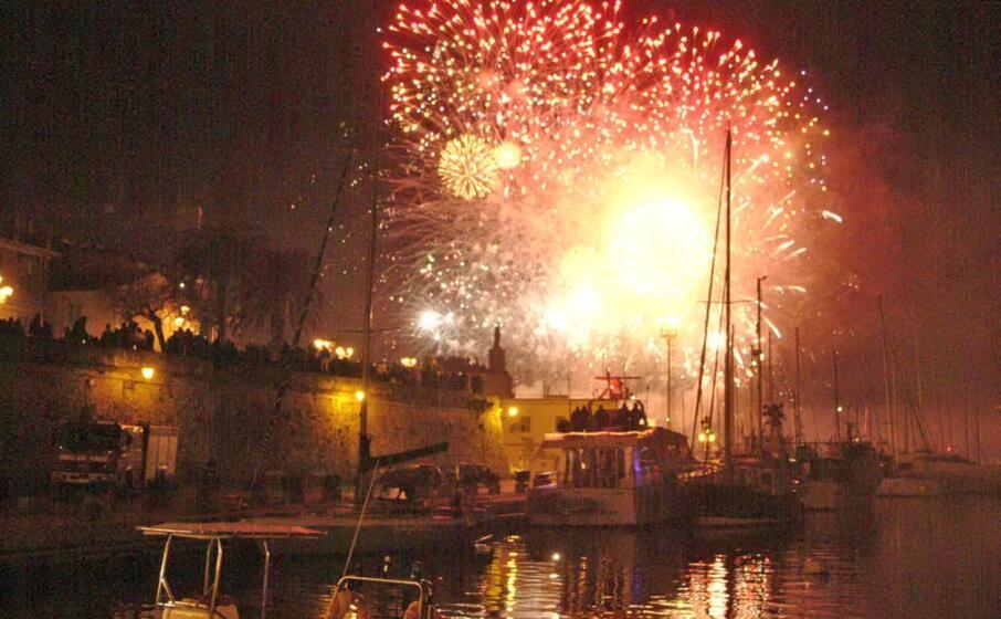 fuochi d artificio ad alghero (archivio l unione sarda calvi)