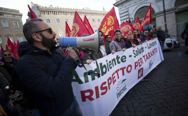 la manifestazione dei lavoratori ex ilva a roma (ansa percossi)