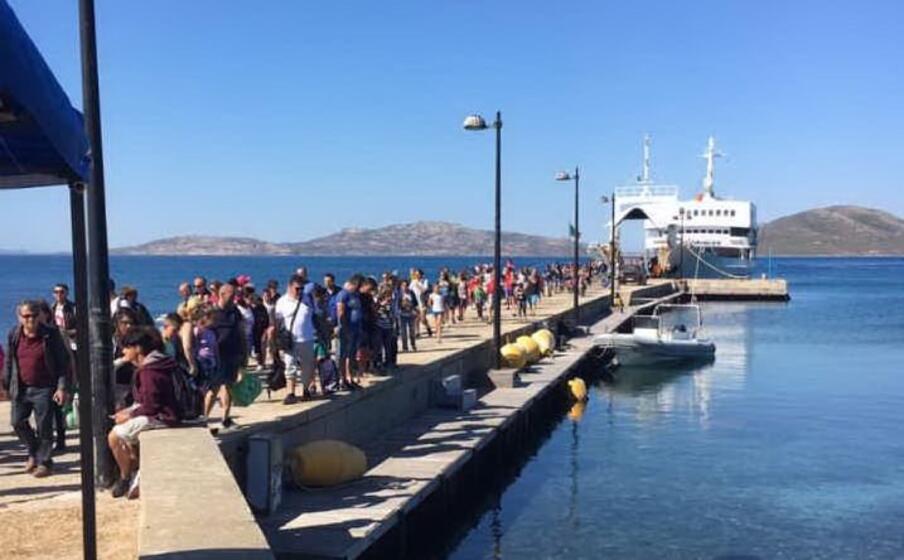 sbarco di turisti all asinara (foto l unione sarda pala)