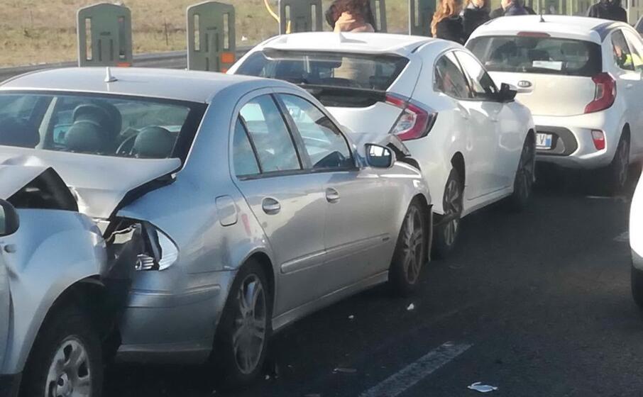 uno degli incidenti (foto del nostro lettore alessio masala)