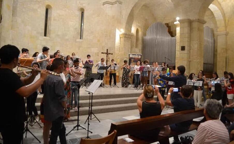 un evento nella basilica di porto torres (foto m pala)