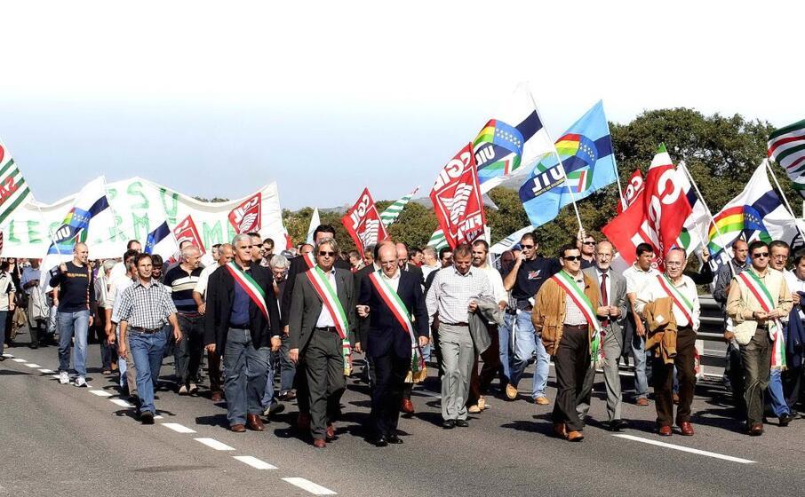 una manifestazione di lavoratori legler (archivio l unione sarda luciani)