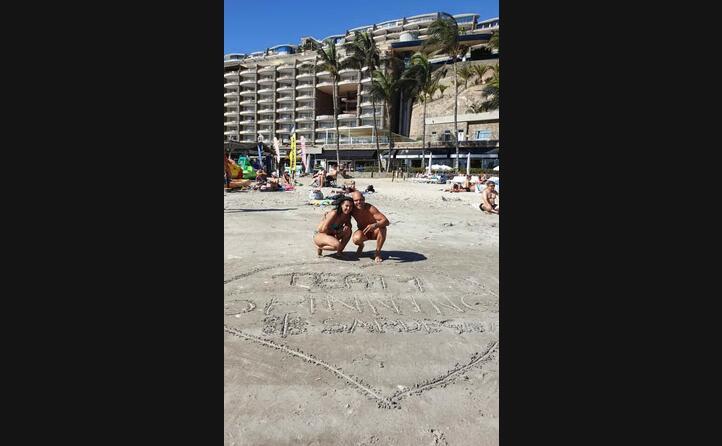 i quattro mori disegnati sulla spiaggia di gran canaria da maria giovanna nudda e marco ferru da sestu