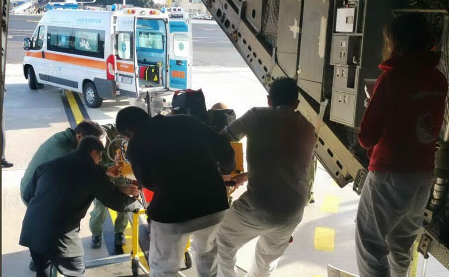 il trasporto sanitario (foto aeronautica militare)