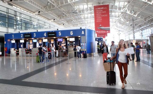 l aeroporto di elmas (archivio l unione sarda ungari)