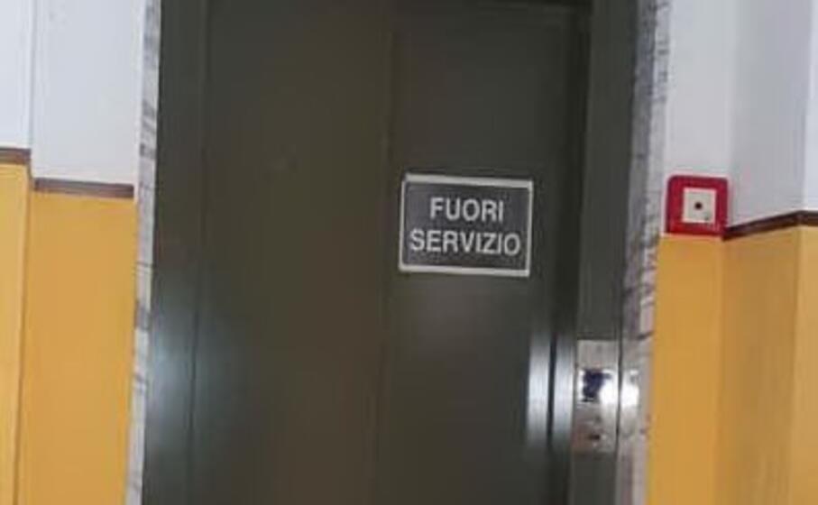 l ascensore nel palazzo comunale (foto mariangela pala)