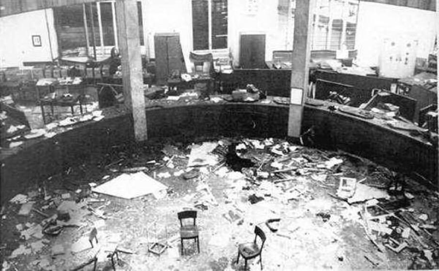 la bomba alla banca dell agricoltura (foto archivio l unione sarda)