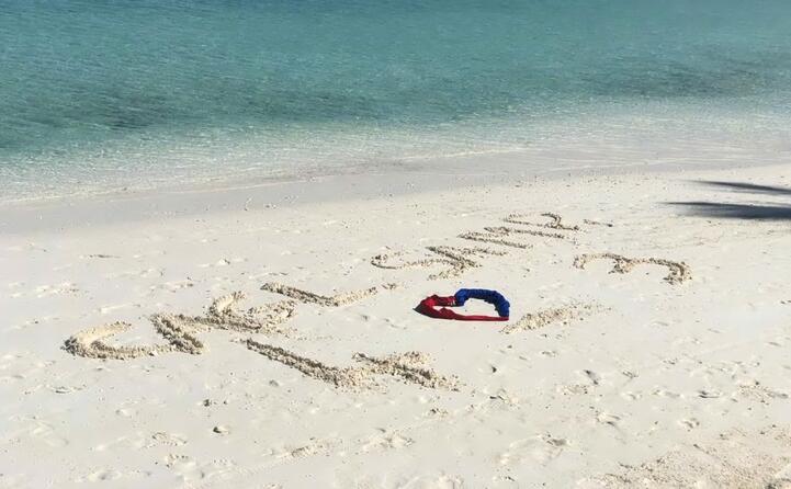 onore alla vittoria del cagliari dalle spiagge delle maldive (foto di ale carta e carla secci da villaputzu)