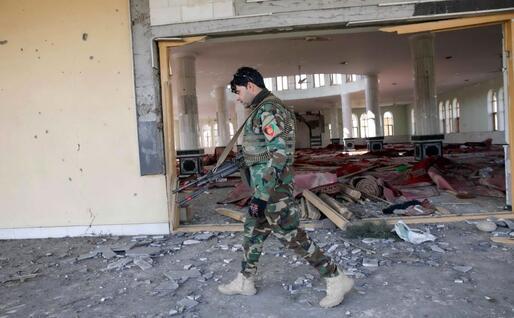 Bomba in Afghanistan: più di 30 feriti vicino base militare NATO