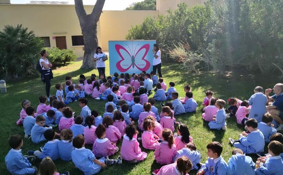 gli alunni delle scuole materne a porto conte (foto ufficio stampa)