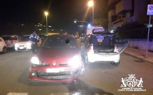 La Clio e la Smart dopo la collisione